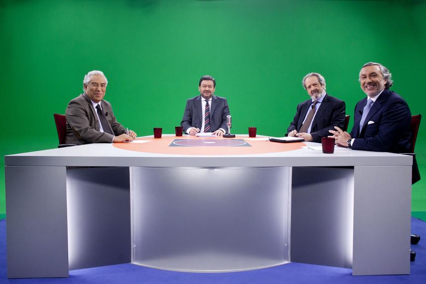 António Costa com os restantes comentadores da Quadratura do Circulo, fotografados pelo Expresso