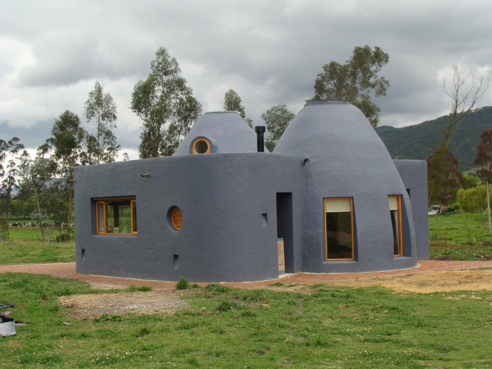 Oito exemplos de como se podem construir casas feitas de for Construir casa
