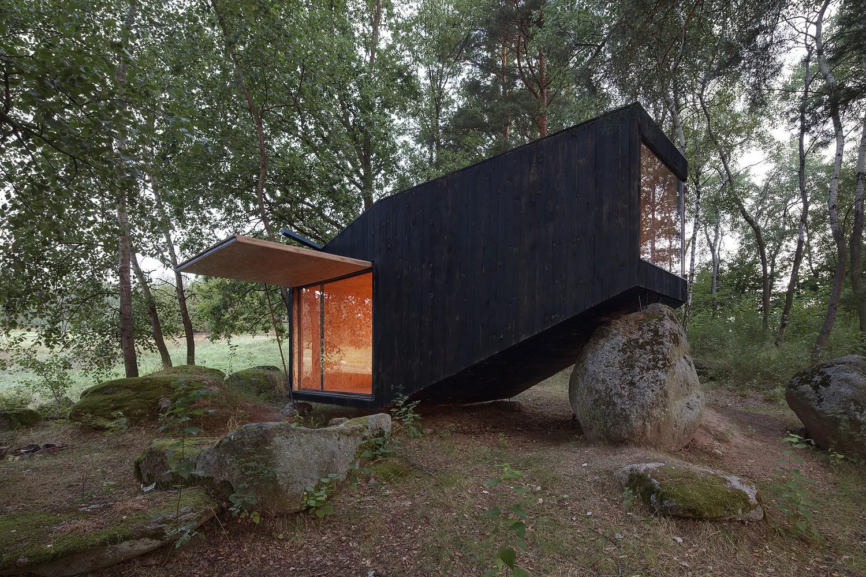 Refúgio do Bosque / Uhlik architekti