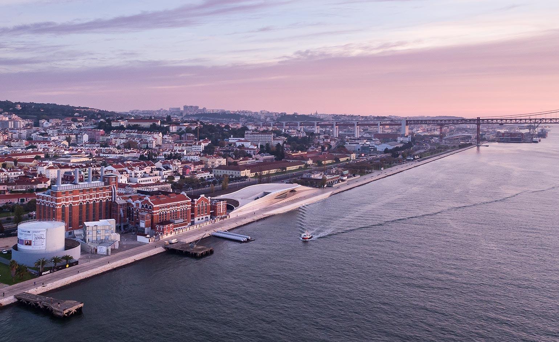 Vista aérea da zona ribeirinha de Lisboa (Foto: Wallpaper).