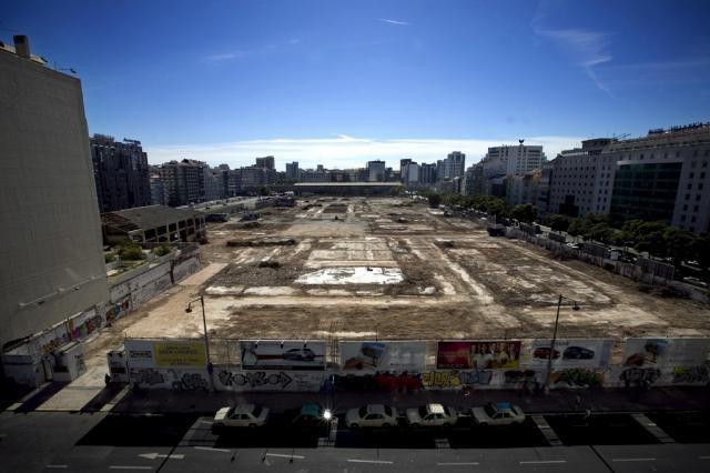 Terreno da antiga Feira Popular em Lisboa (Foto: Público).