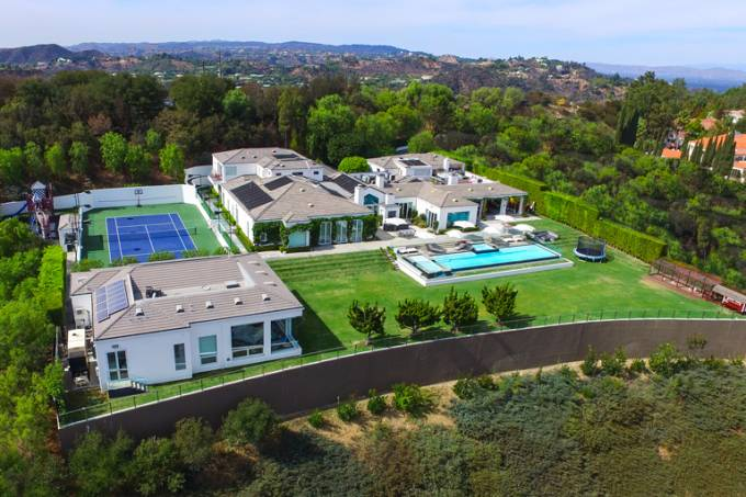 A mansão está localizada em Beverly Hills, Los Angeles (Fotos: Exame).