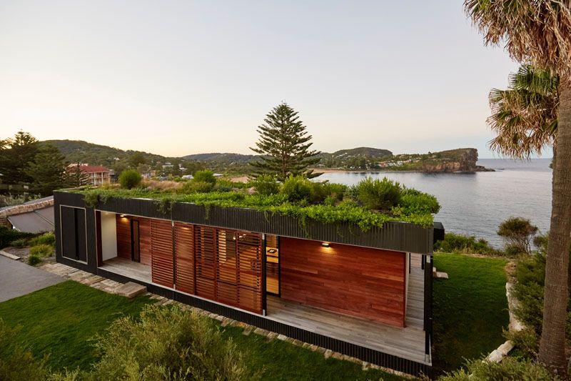 Uma mansão com telhado verde construída em menos de seis semanas