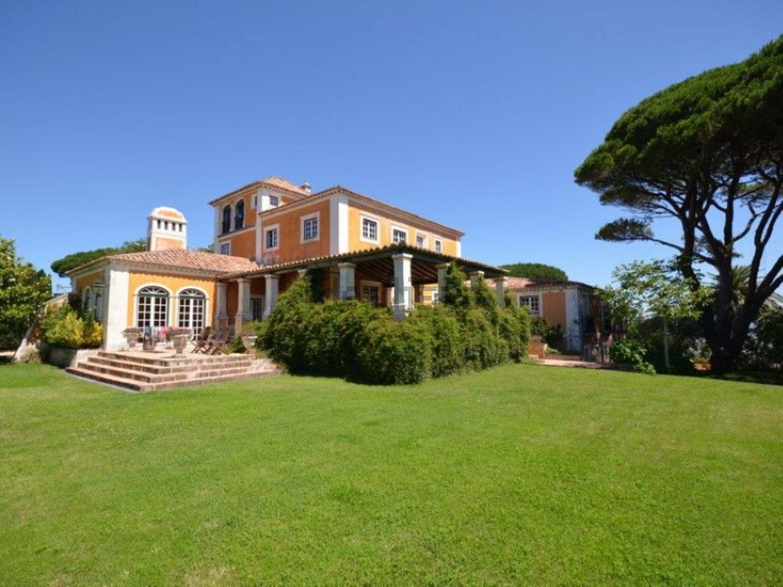 Esta espetacular casa rústica está localizada em Sintra e custa 3.500.000 euros.