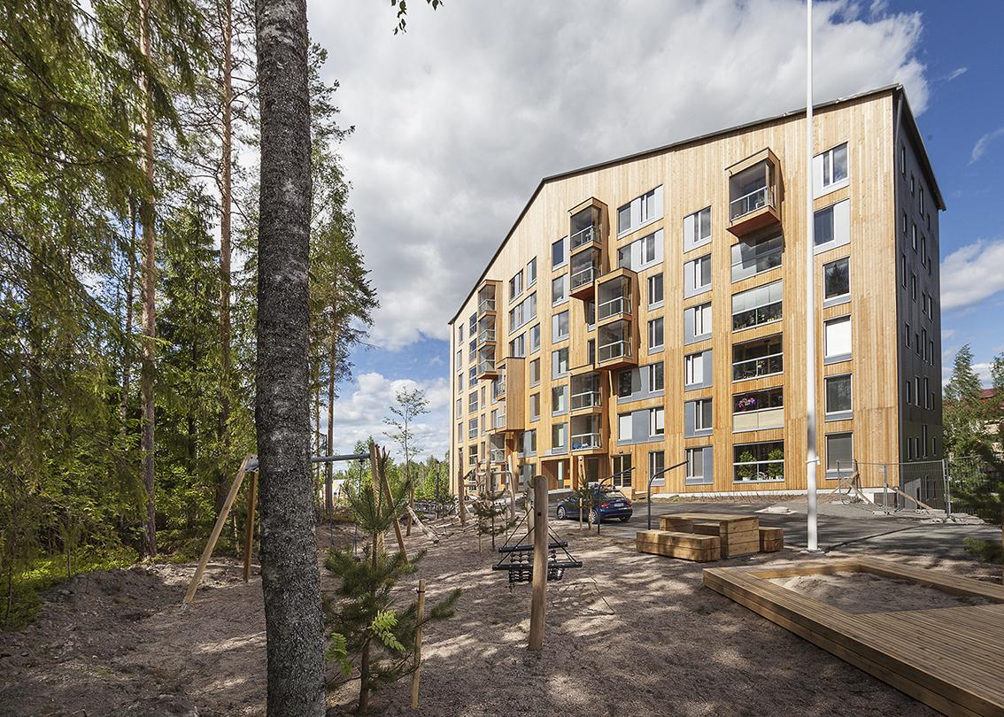 Puukuokka Housing Block (casas de madeira). Jyväskylä, Finlândia. OOPEAA. @Mikko Auerniity