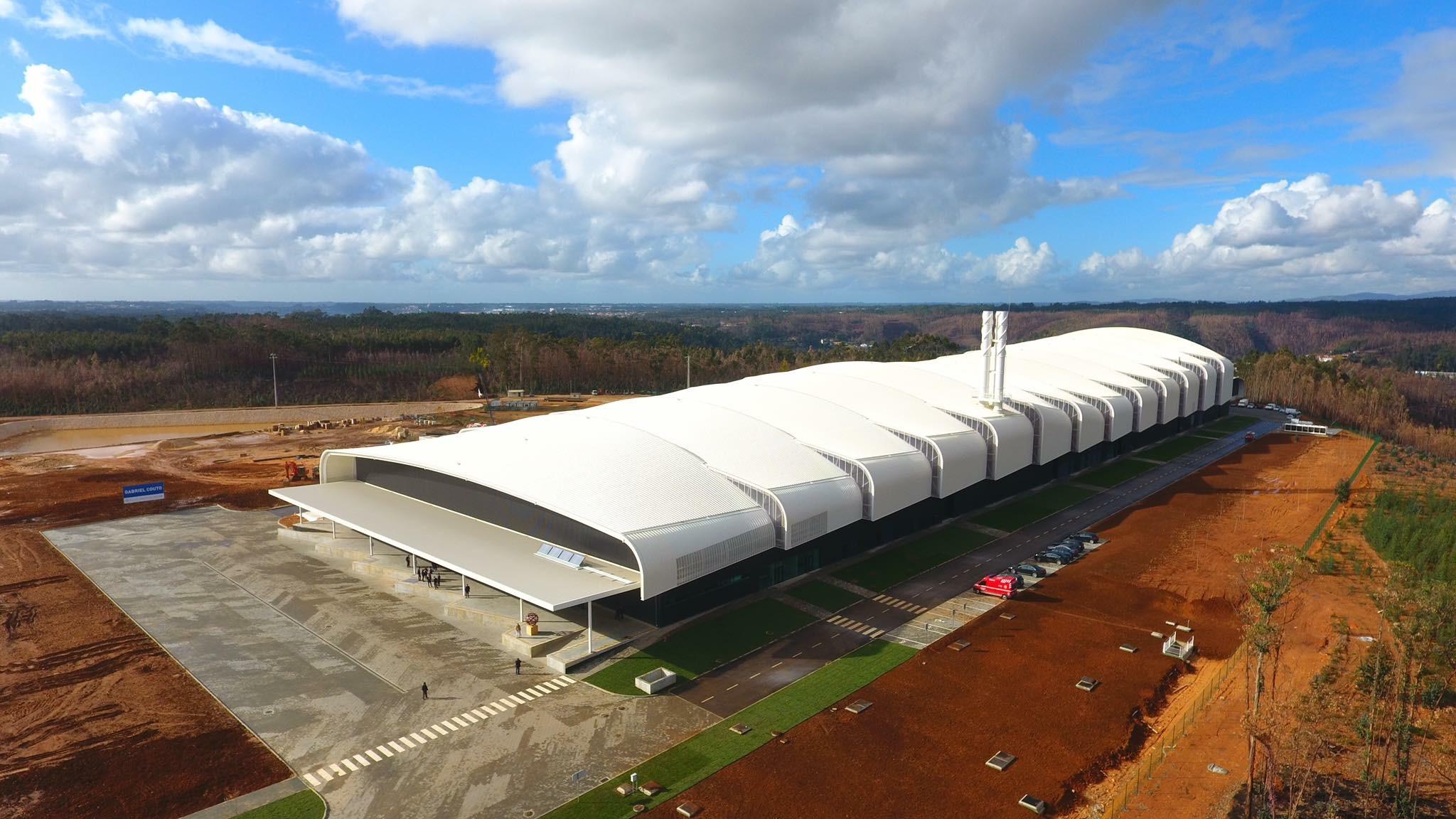Fábrica custou 37 milhões de euros e encontra-se num terreno com 230.000 m2. / Gabriel Couto