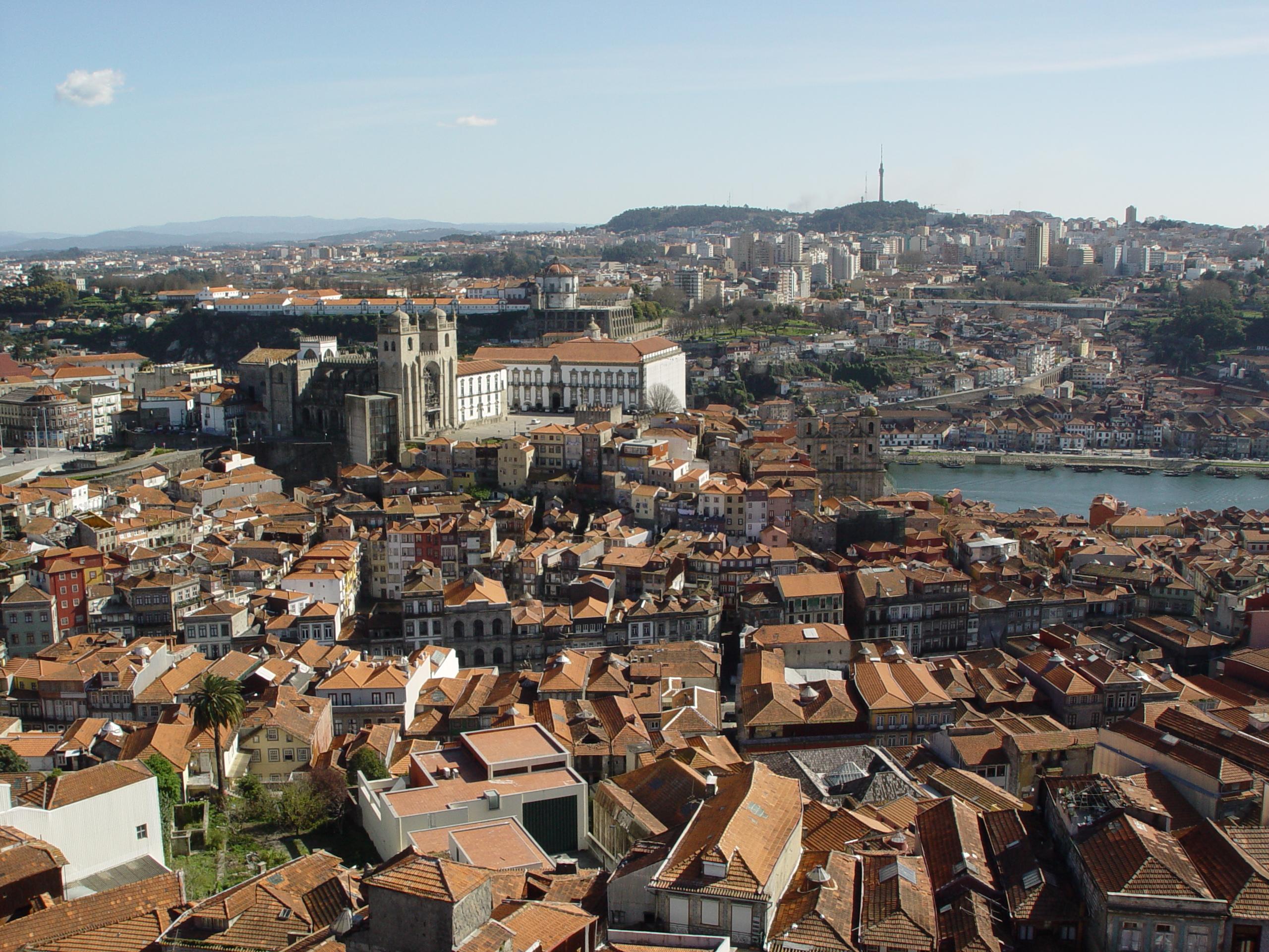 Rui Moreira quer manter moradores no Centro Histórico e travar alojamento local / Wikimedia commons