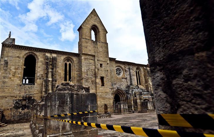 O Convento de Santa Clara, em Coimbra, vai ser parcialmente usado como hotel. / Diário de Notícias/Lusa