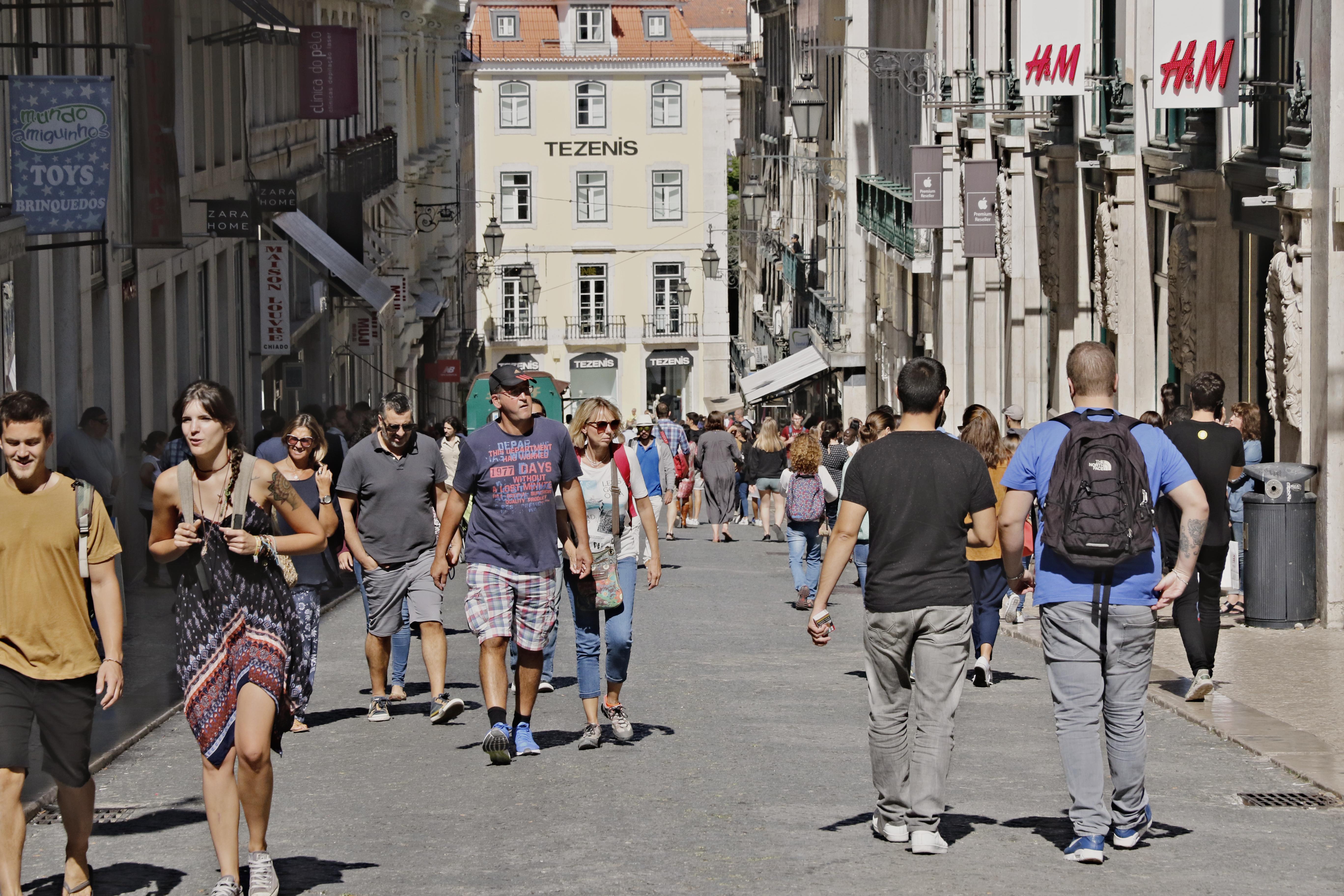 8f618b5a2f9 Lisboa  Coporgest vende loja Hermès no Chiado a investidor privado ...