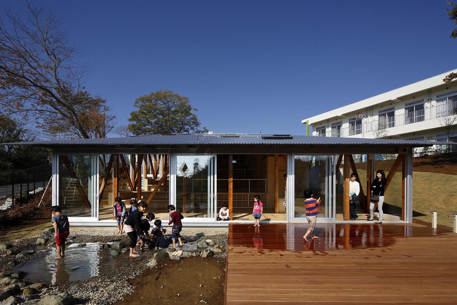Hakusui Nursery School, em Chiba (Japão)/Yamazaki Kentaro
