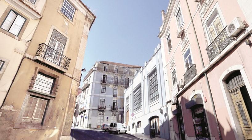 Obras na rua de São Lázaro, primeiro projeto de casas para arrendar com preços controlados, vão arrancar / Correio da Manhã