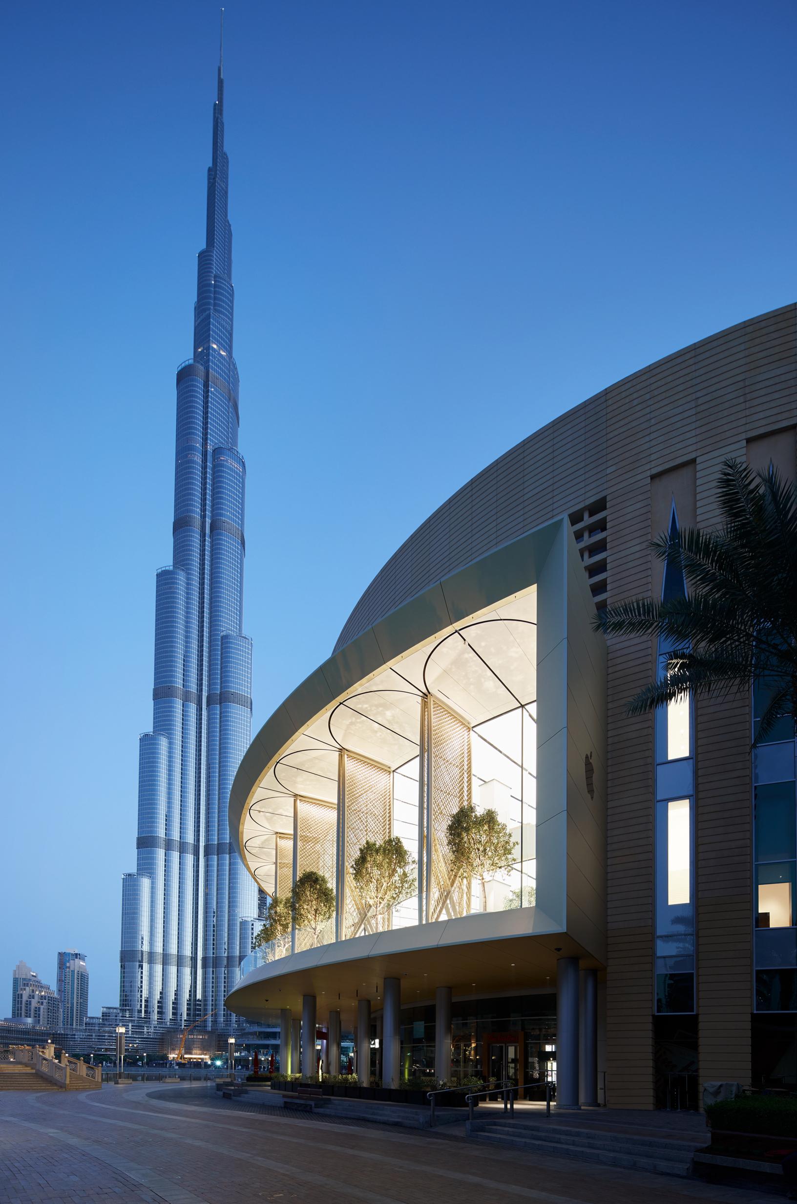 """11dc44b7953 A nova loja da Apple no Dubai tem """"asas motorizadas"""" para se proteger do  sol do deserto"""