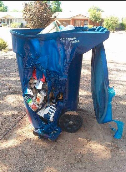 Derretem caixotes do lixo de plástico...