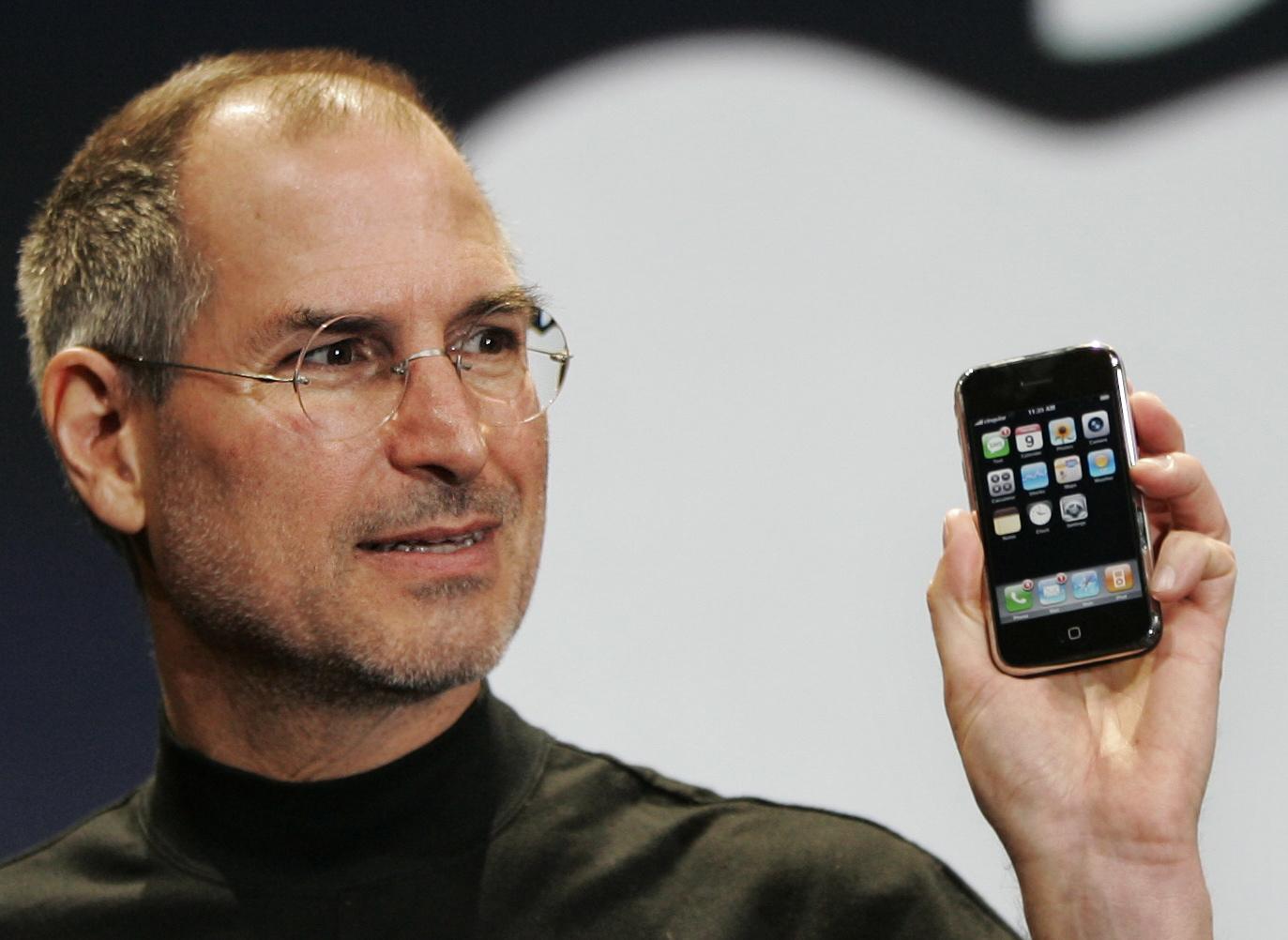 """Steve Jobs na apresentação do """"seu"""" iPhone original, em janeiro de 2007. / Gtres"""