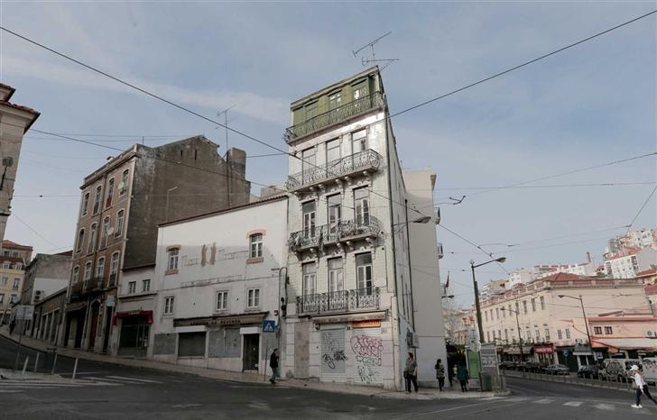 Apartamentos encontram-se na Rua de São Lázaro. / Diário de Notícias