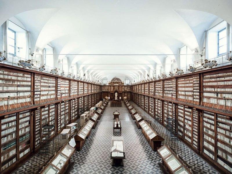 Biblioteca Casanatense, em Roma, de 1701 / Thibaud Poirier