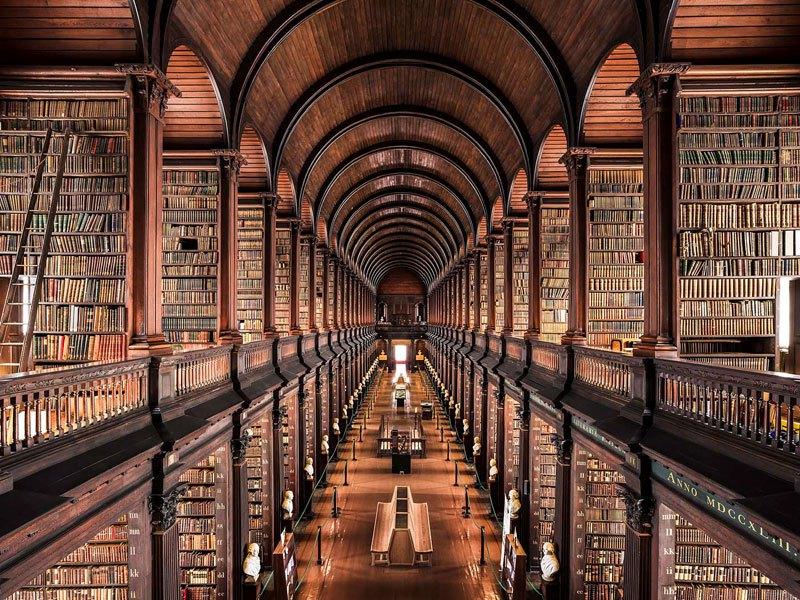 Biblioteca do Trinity College, em Dublin, de 1732 / Thibaud Poirier