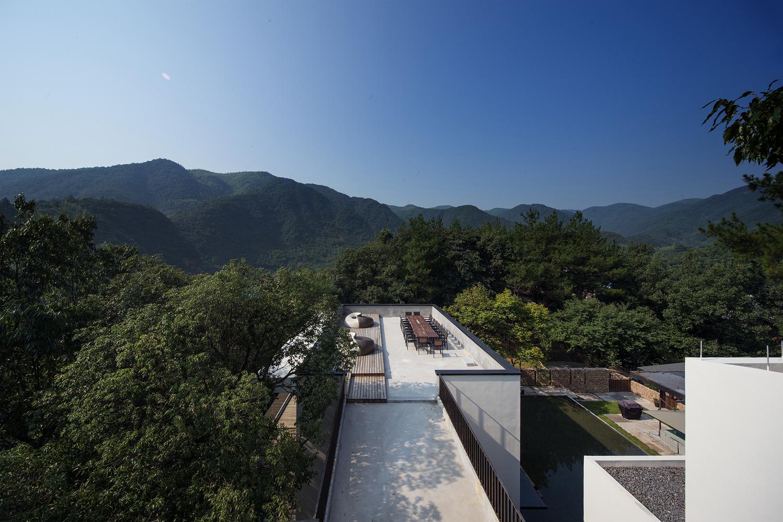 13efaa3fa96 Um hotel perdido no meio da floresta chinesa... que é um verdadeiro templo  zen