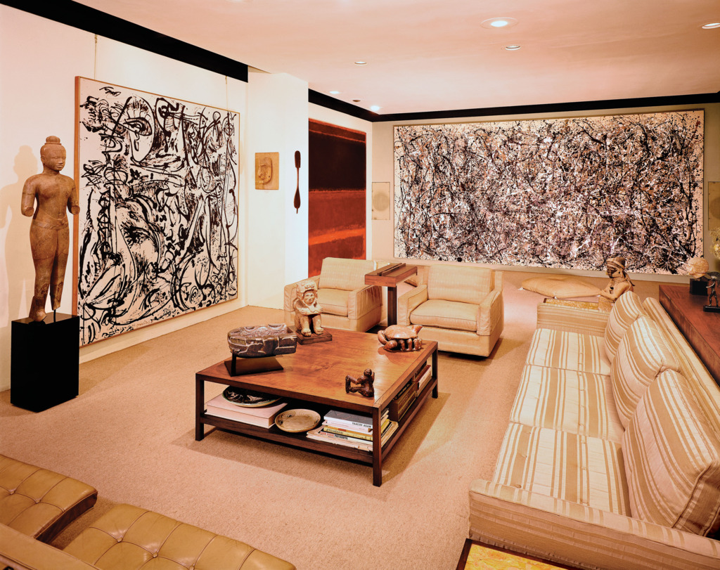 "Sala de estar de Heller com a obra ""One"" de Jackson Pollock"