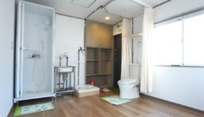 Quando a casa de banho está à distância de uma... cortina
