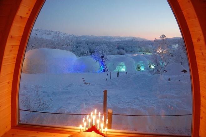 Quarto com vista para as auroras boreais, na Noruega