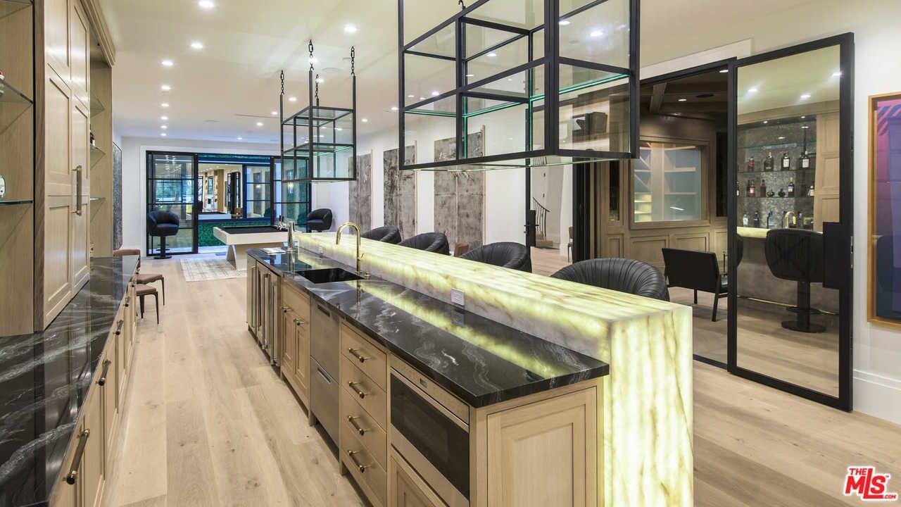 Lebron James Compra Mans O De Luxo Em Los Angeles Por 19 5 Milh Es  ~ Mansões Por Dentro Cozinha