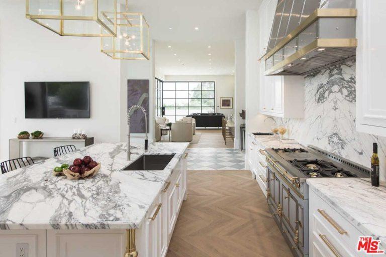 Uma cozinha de luxo... com ilha incluída