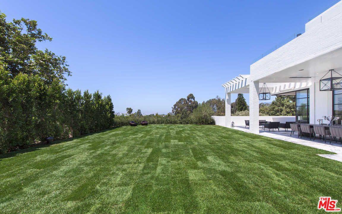 Um jardim que mais parece um campo de futebol