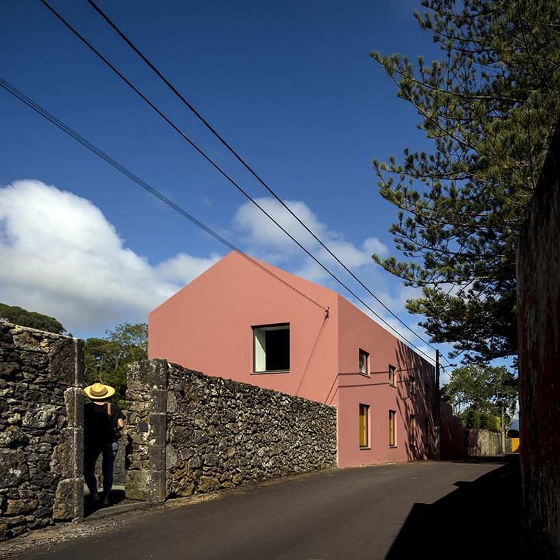 Podes encontrar a casa cor de rosa nos Açores...