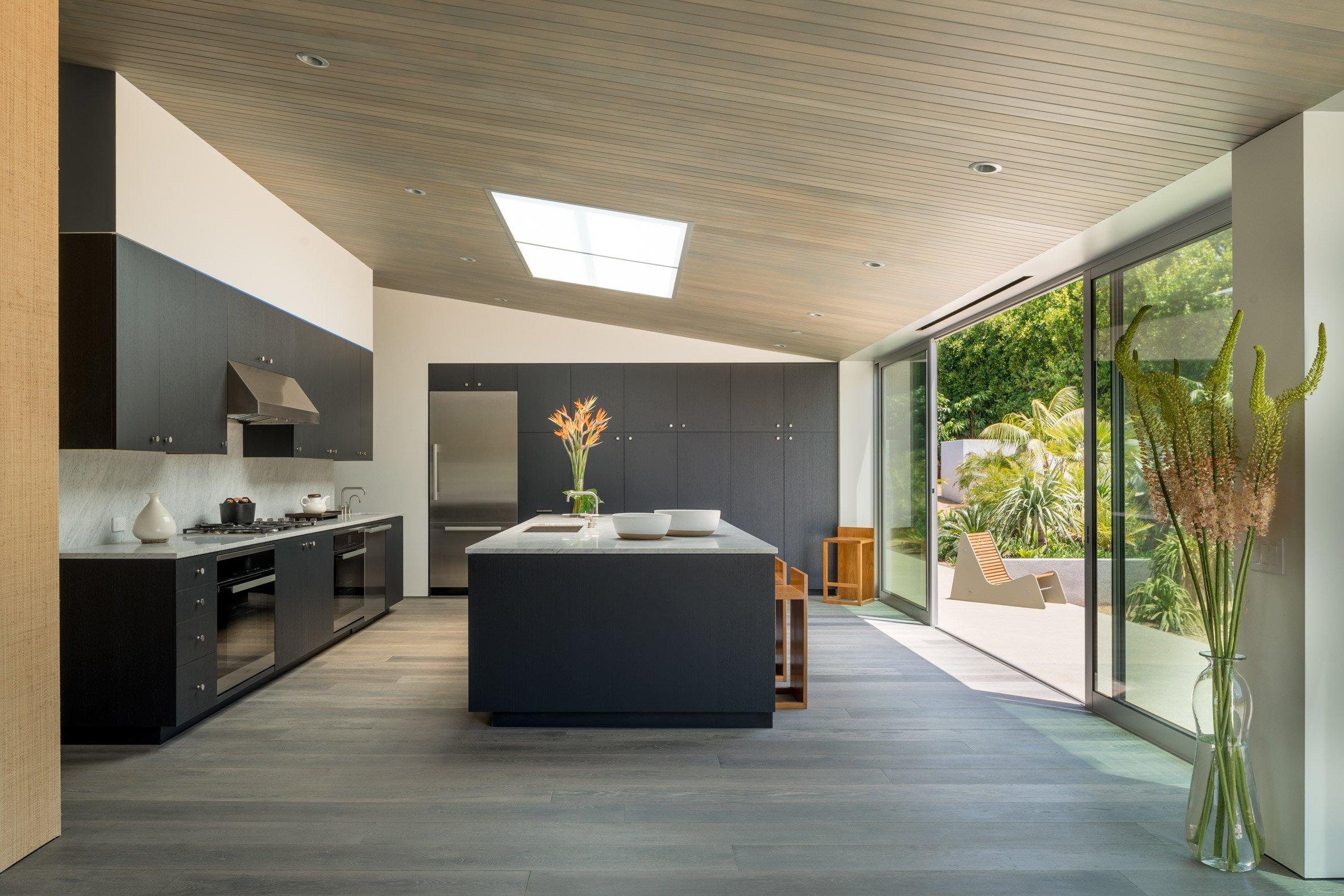 ... e uma cozinha bem simples, mas funcional