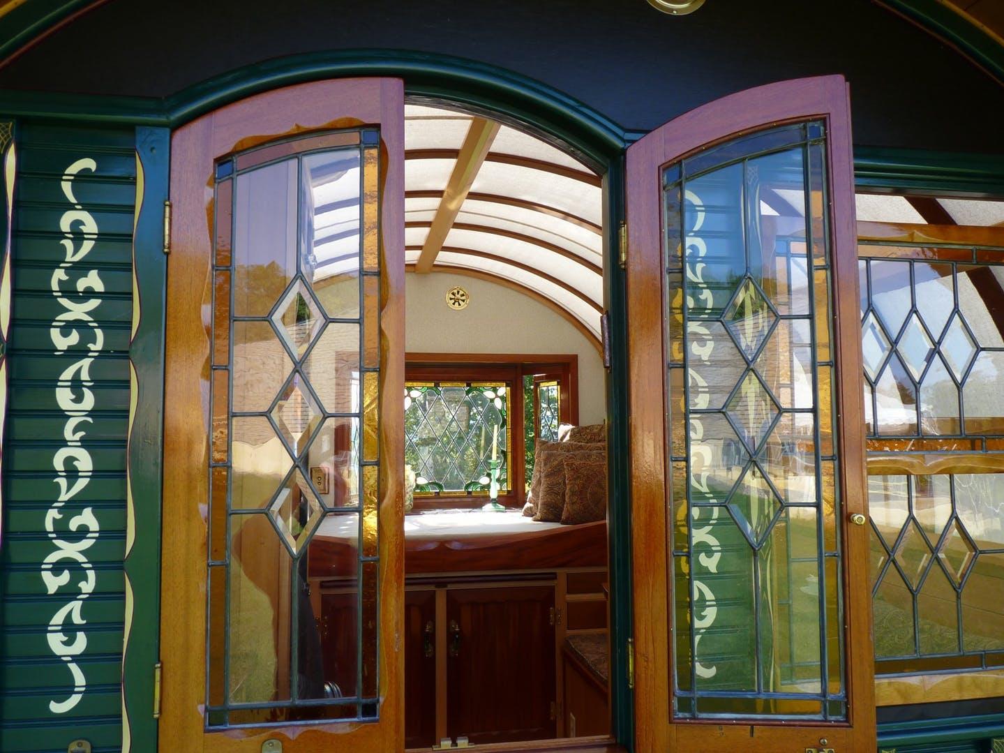 As janelas também são de madeira