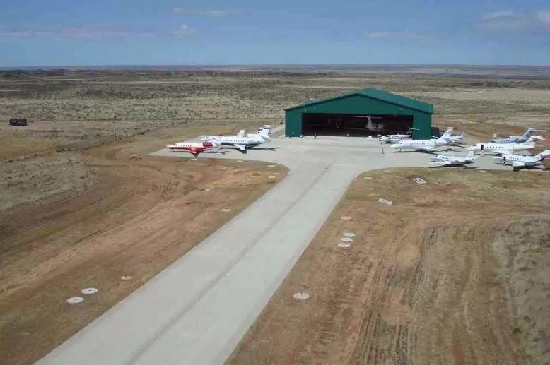 ... e o aeroporto privado