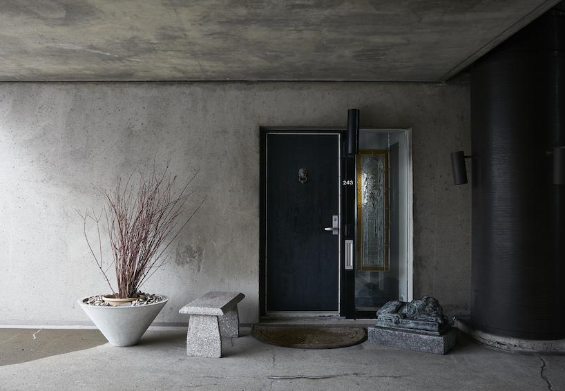 O interior das casas, caracterizado pelo uso do betão