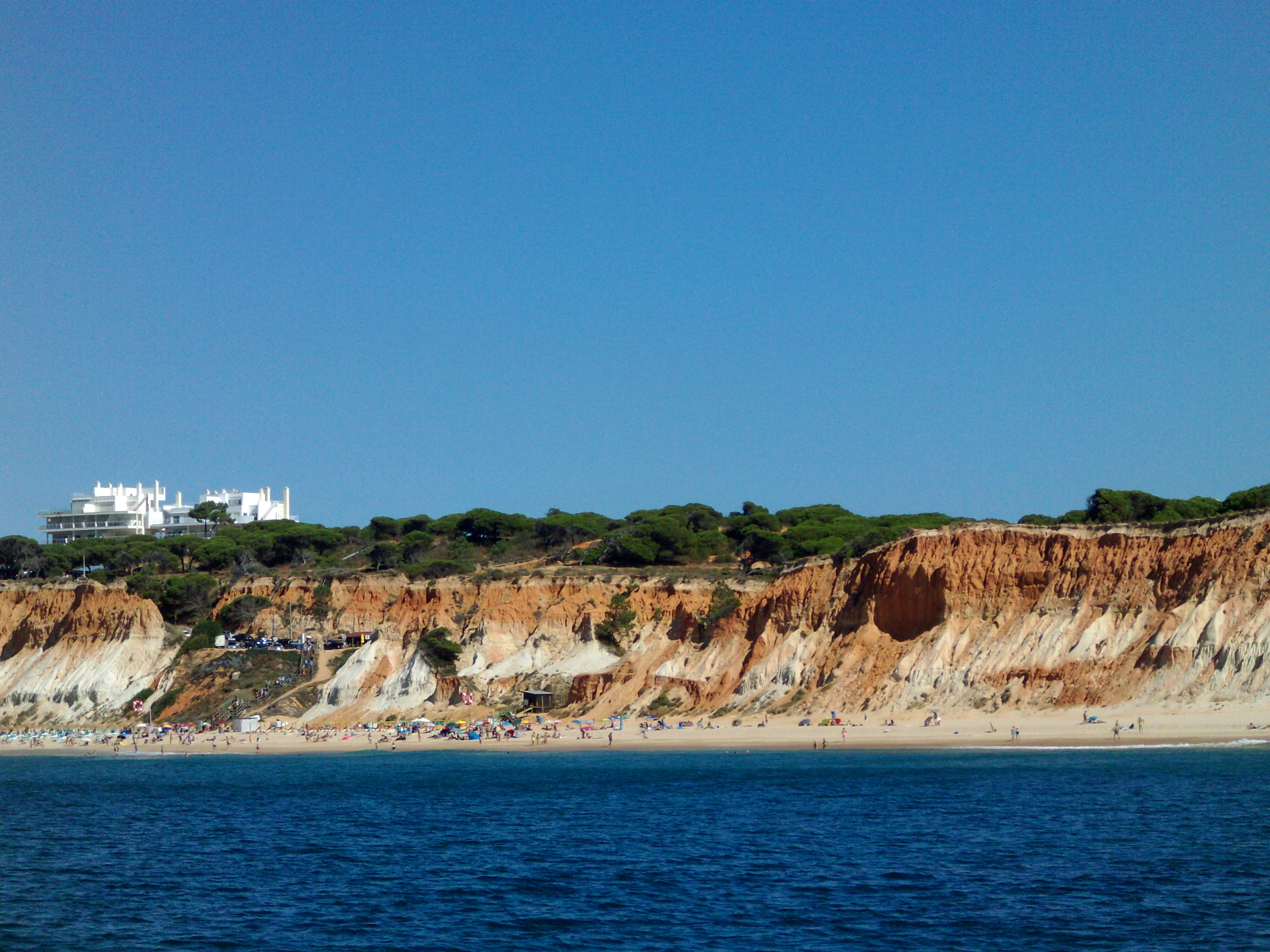 Praia da Falésia, Algarve / Wikimedia commons