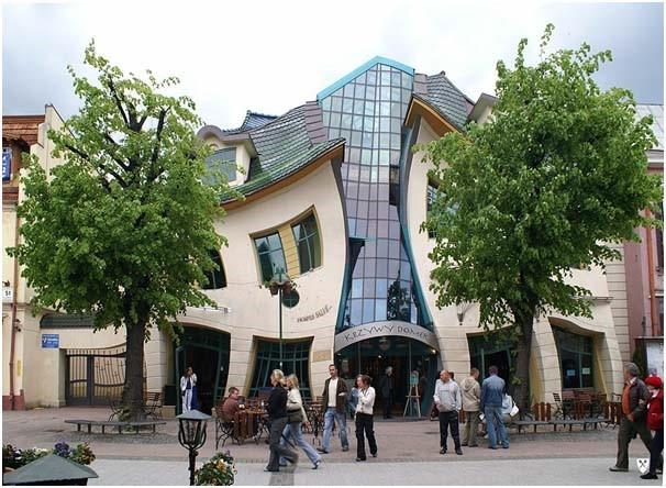 O edifício curvado da Polónia