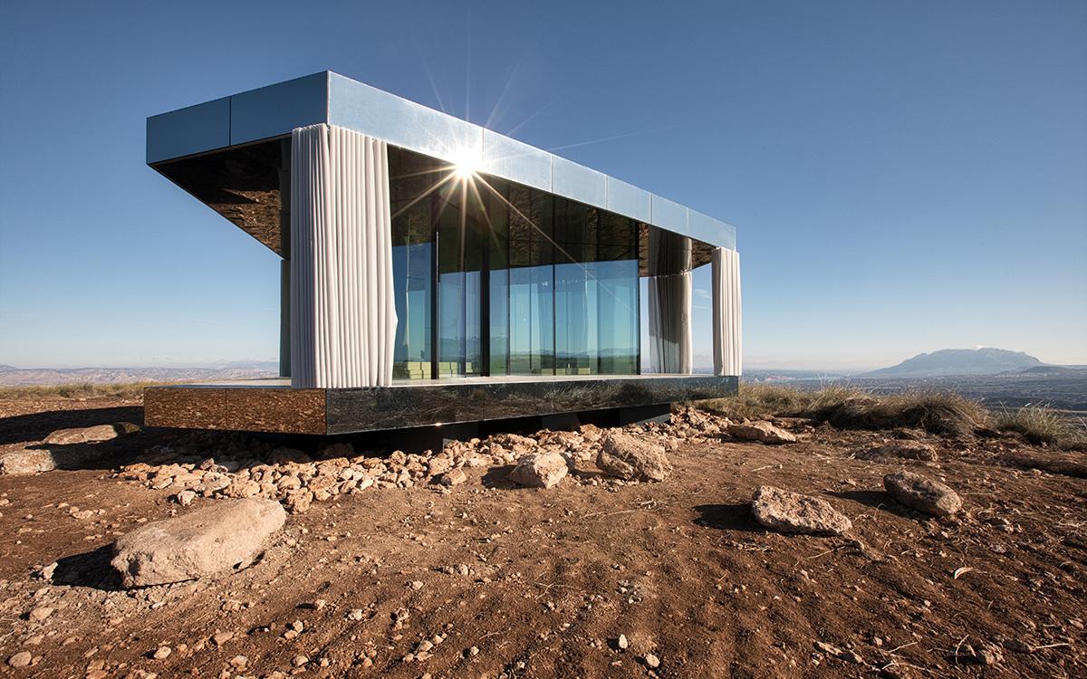Foi projetada pelo estúdio OFIS Arquitecture