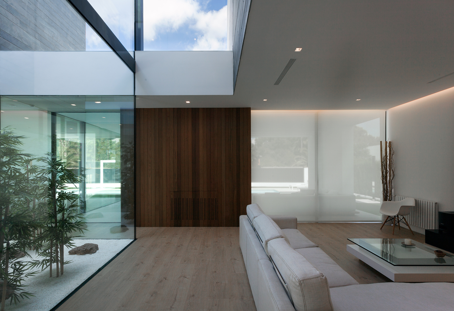 A casa tem muita luz natural
