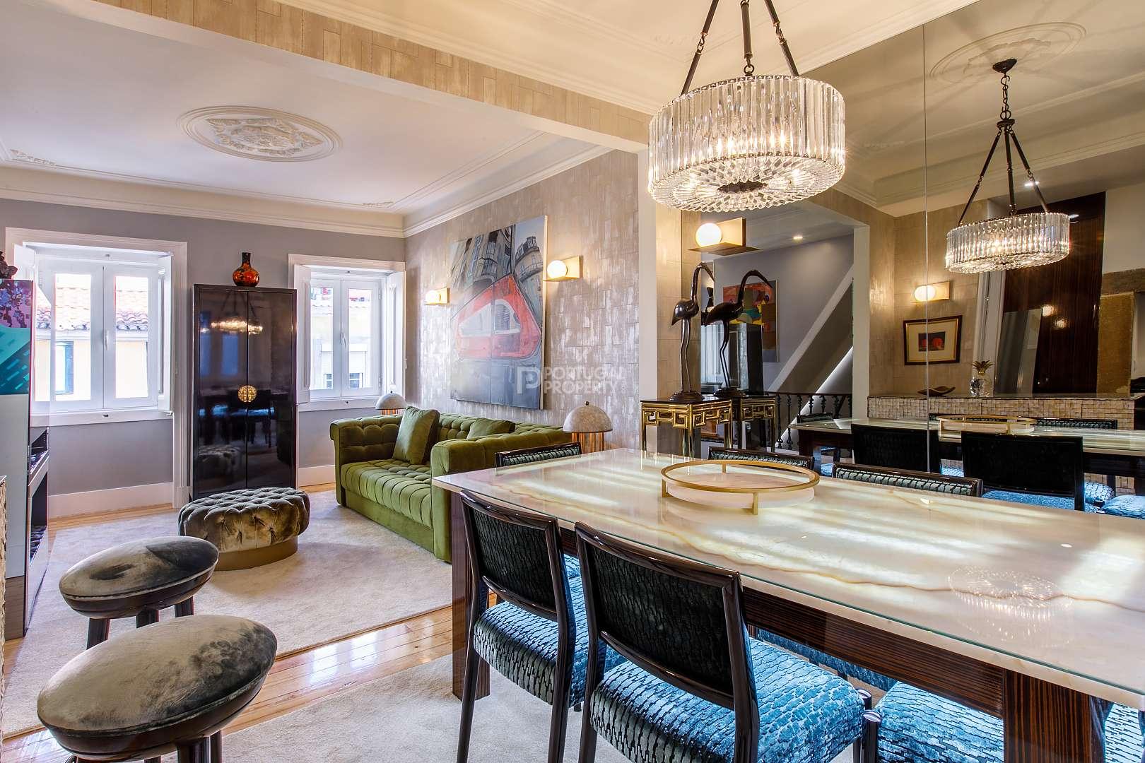 Esta Casa geminada triplex encontra-se no  Príncipe Real e custa 1.560.000 euros. / PortugalProperty.com