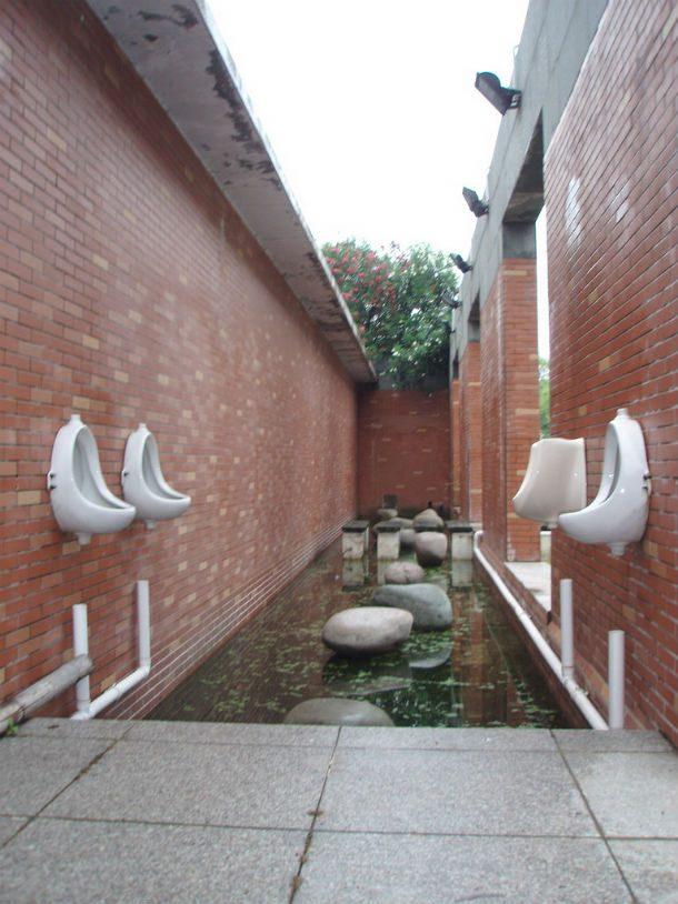 Casas de banho ao ar livre