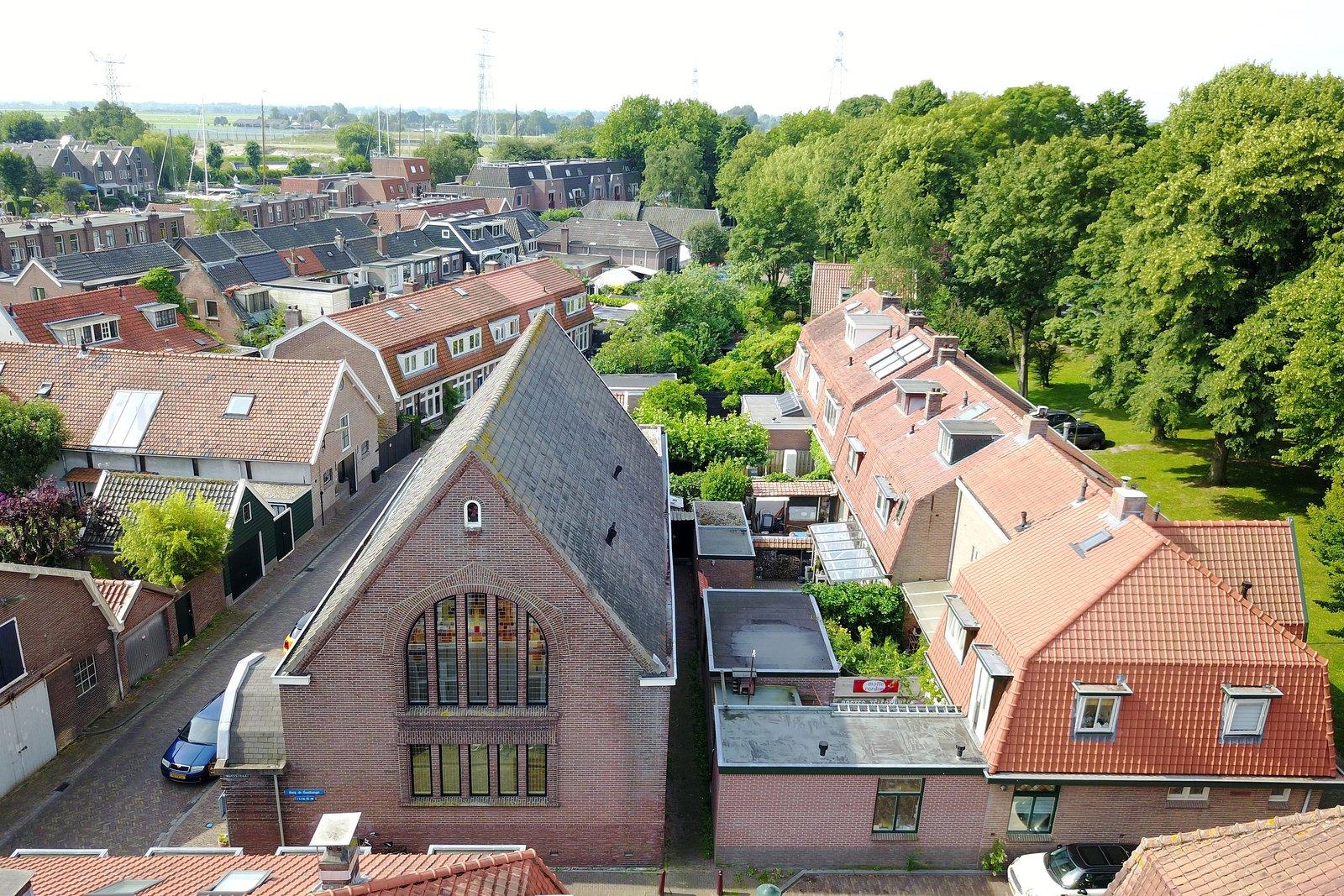 O telhado, bem diferente dos restantes