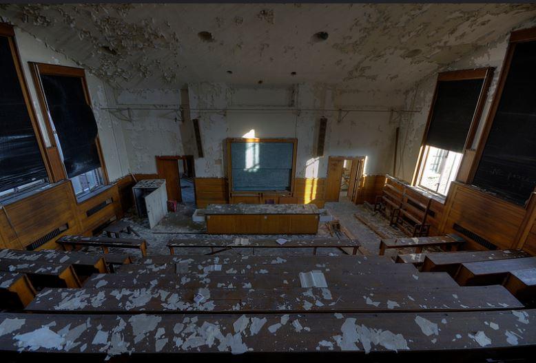 Outras salas de aula abandonadas