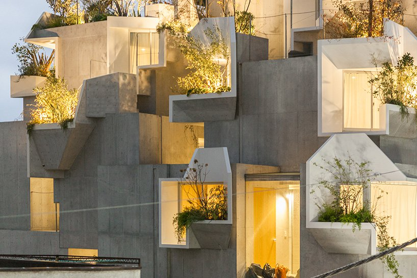 Um edifício que se assemelha a uma floresta tropical