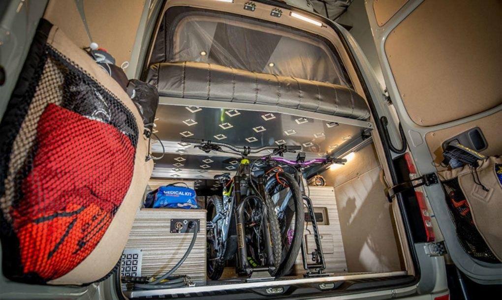 O interior da carrinha