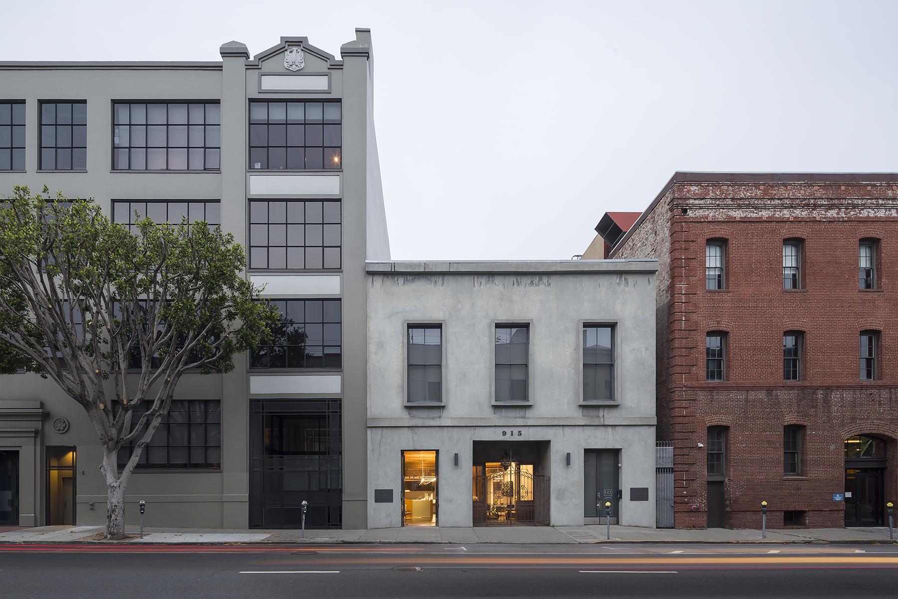 Está localizado em São Francisco, EUA