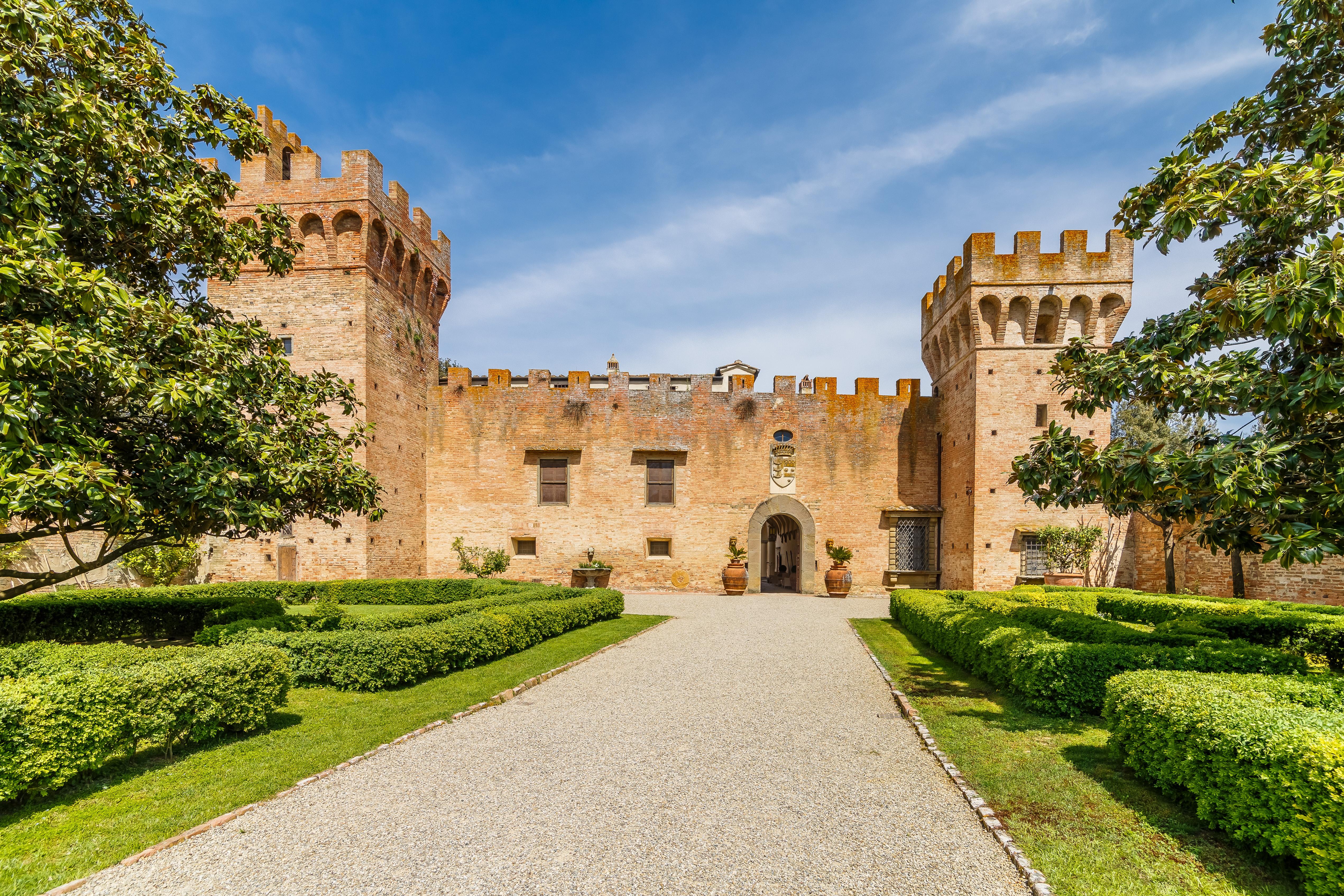 O Castelo de Oliveto, Toscana (Itália) / Lionard Luxury real estate