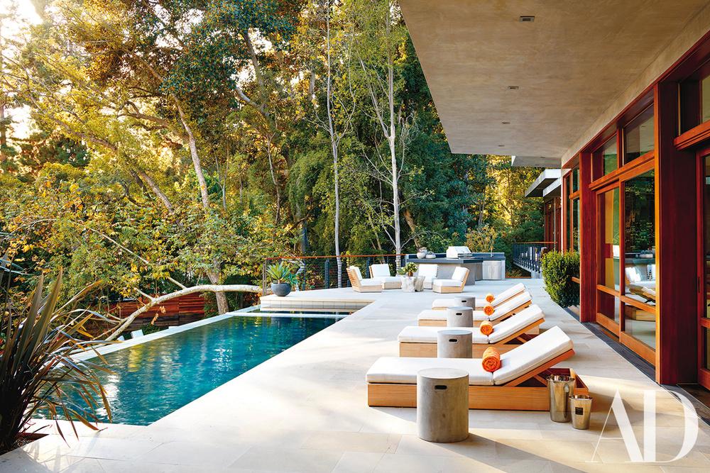 ... que tem uma incrível piscina para apanhar sol