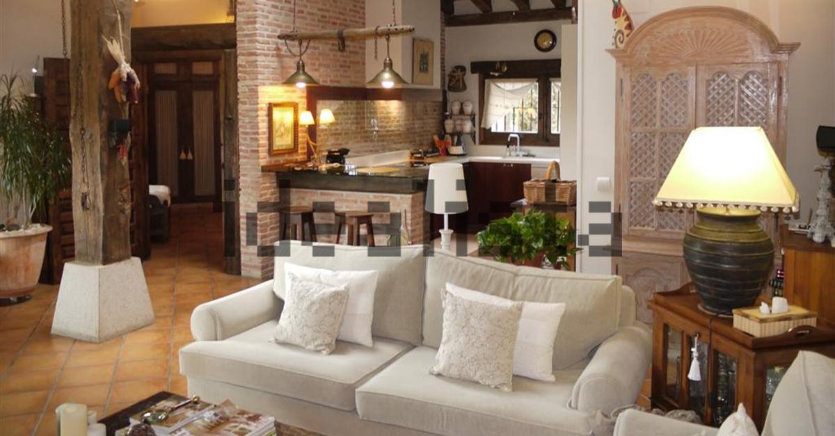 Uma ampla sala de estar