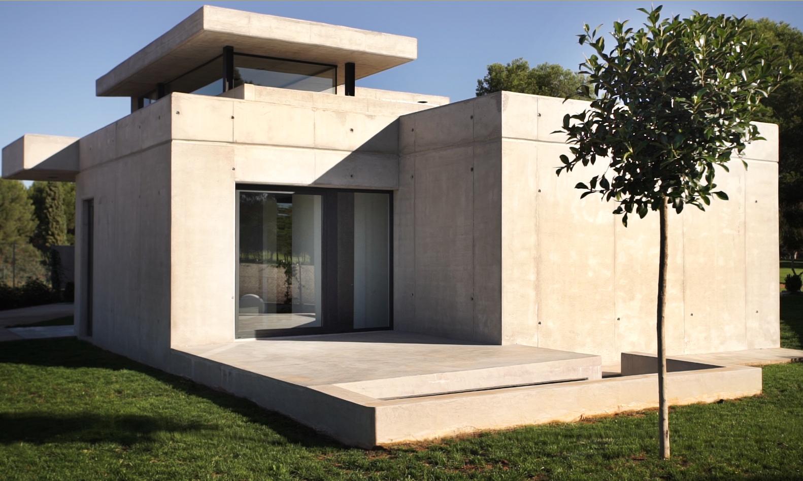 Exterior da casa, em betão