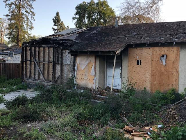 A casa completamente destruída