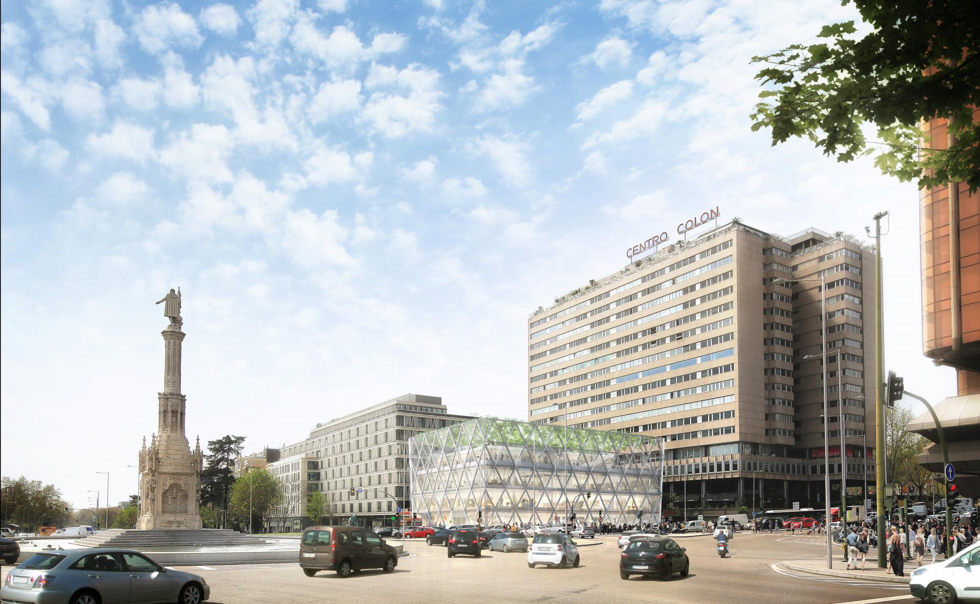 O edifício está situado na Plaza de Colón, 1